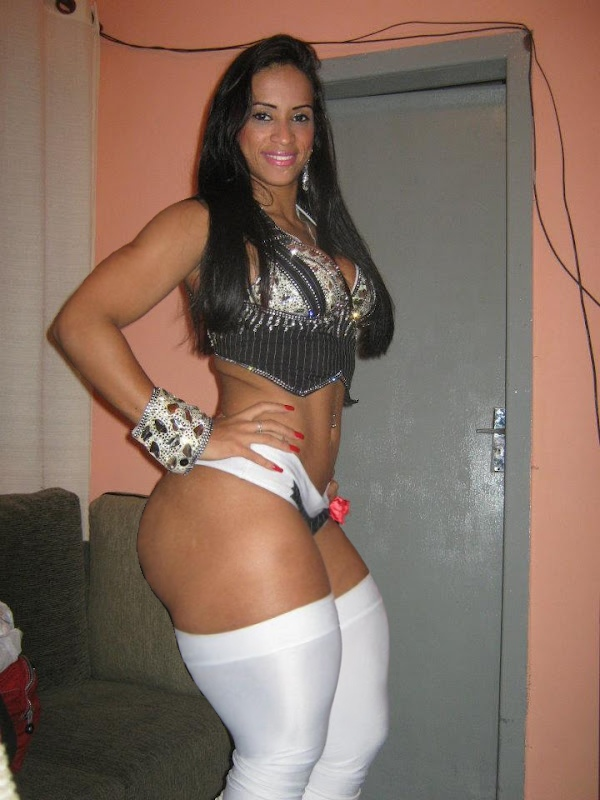 Thick brazilian hottie oils herself up