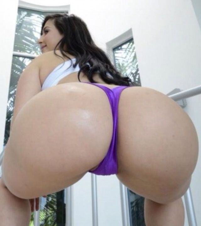 Booty butt ass cheeks jiggling while walking 04 6