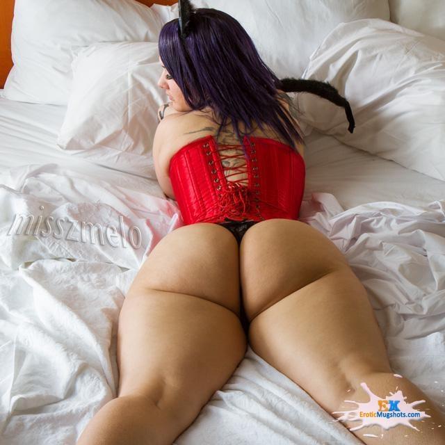 Tiny waist huge booty Fuck